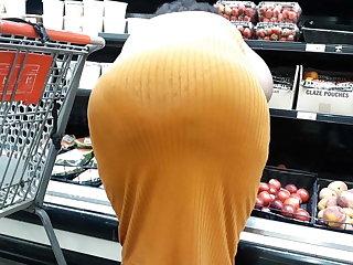 See clean thru that skirt bendin ova.