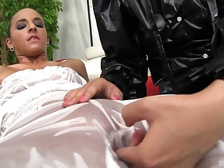 Pussy licking and lesbian sex are memorable experience for Amirah Adara