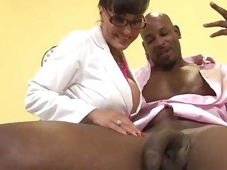 Doctor Milf Lisa Ann exams huge black dick of  Flash Brown