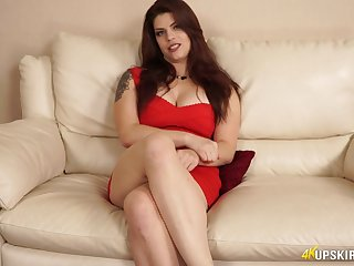 Curvy chubby milf Lucia Love teases with her captivating puffy pussy