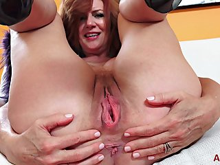 Redhead PAWG Milf Andi shows cunt closeup