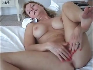 Amateurs pound and facial - chubby housewife