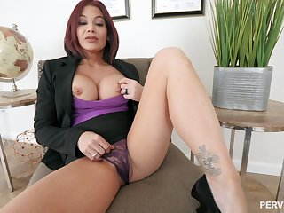 Silicone mature Ryder Skye is the real master of hard sex