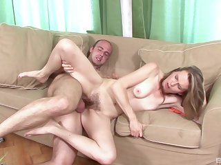 Experienced mature Theresa know how to reach an amazing orgasm