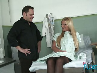 Lustful patient gives a blowjob and gets her muff slammed in the hospital
