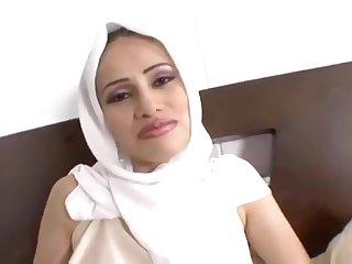 Arab Street Hooker MILF porn video