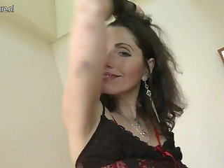 Sexy mature mom works her hairy pussy