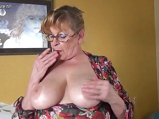 Amateur granny with big boobs and hungry pussy