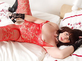 Scottish milf Toni Lace knows how to talk dirty