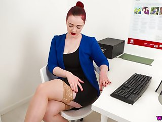 Ample breasted assistant Jaye Rose shows off her hungry hole in the office